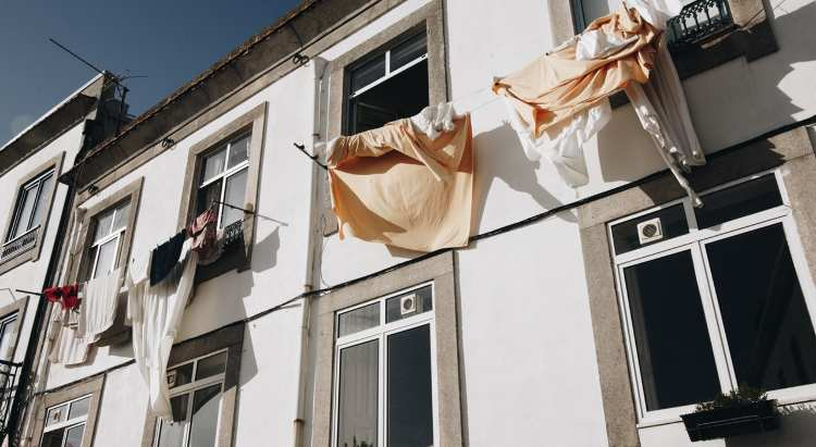 Tendedero de ropa de pared con poleas