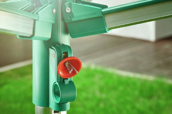Sistema Easy Lift para abrir el tendedero con facilidad y sin esfuerzo